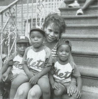 http://3.bp.blogspot.com/_msb7eQA-RFY/SpPFGXyE09I/AAAAAAAABeA/c3t6uq-QSfI/s400/do-the-right-thing-rosie-perez-and-kids.jpg
