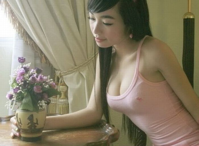 elly tran ha sexy candid boobs photos 03