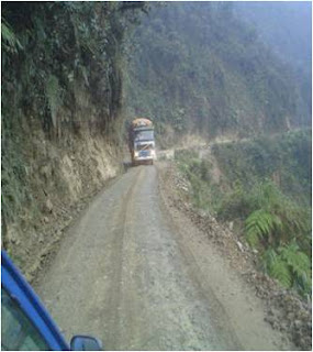 carretera peligro caida