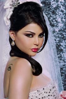 haifa wahbi en robe de mairie