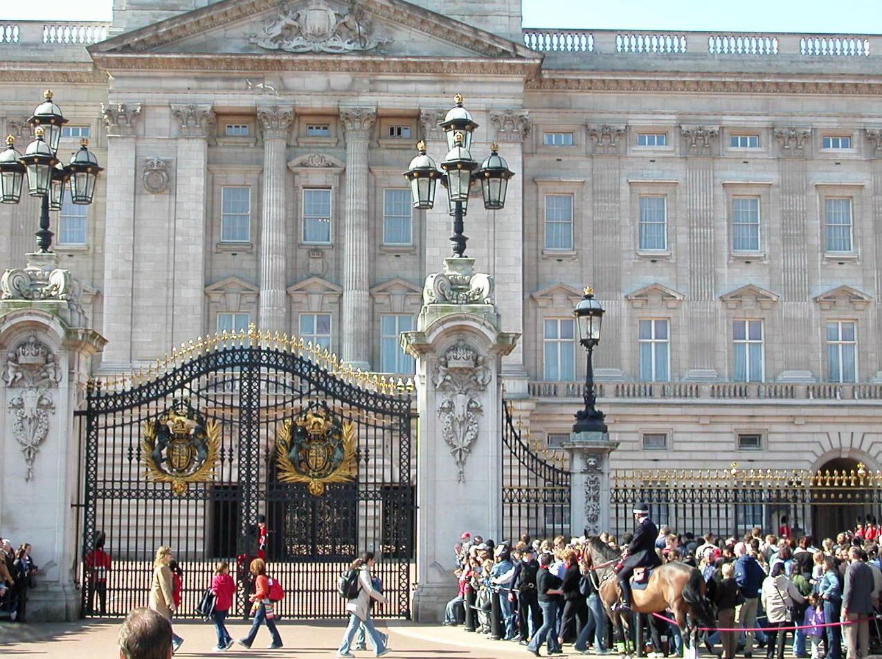 [Buckingham+Palace]