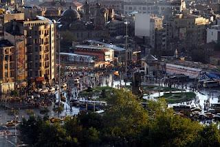 Αγία Τριάδα στην Πλατεία Ταξίμ