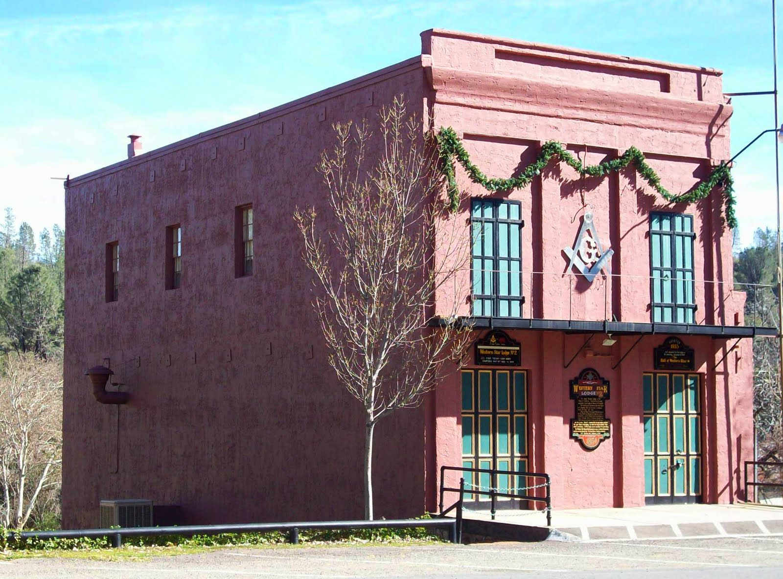 http://3.bp.blogspot.com/_mwIrvjgUWmc/TJLkwMSCv4I/AAAAAAAADf4/bFP4N_lCnBQ/s1600/Masonic+Lodge+at+Shasta,+2-08.jpg