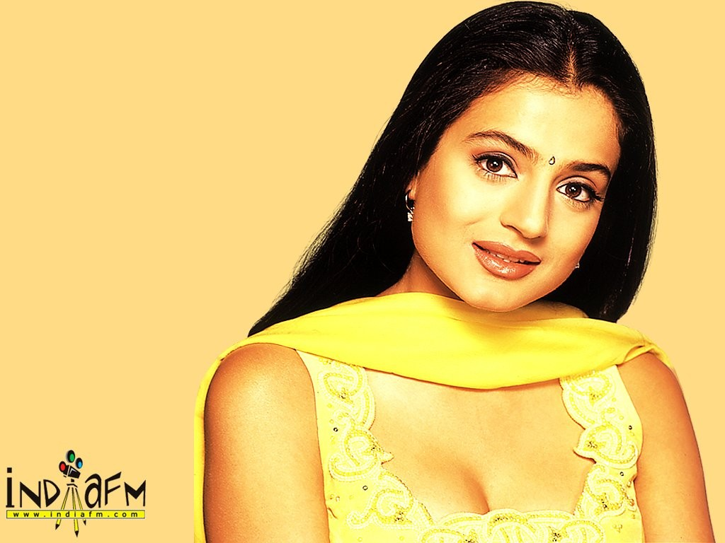 Hot Actres Pakistani: Amisha Patel Top Wallpapers Pictures