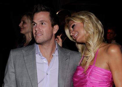 ... ha negado las acusaciones a un video sexual con Paris Hilton ex-novia.
