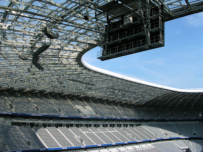 Arquitectura espectacular estadio allianz arena for Oficinas de allianz en madrid