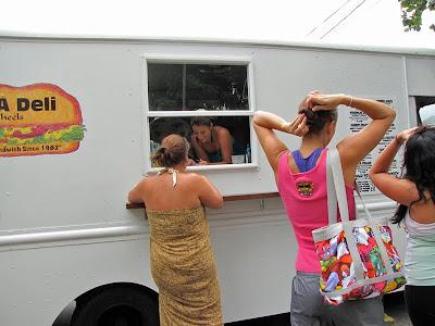 Gee A Deli food truck by Honolulu Mark