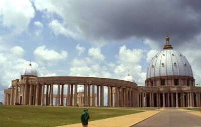 WORLD'S BIGGEST CHURCH BUILDING.........NIGERIA Winners` C hapel.......Canaanland .......... Otta........Nigeria Inside Sitting Capacity......50,000 Outside Overflow Capacity......250,000