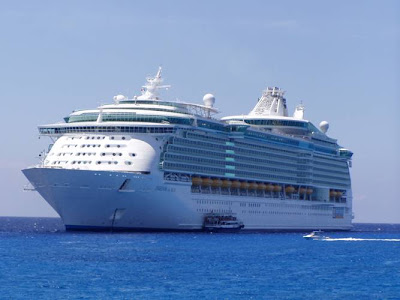 WORLD'S BIGGEST PASSENGER-SHIP MS Freedom of the Seas......4300 passenger Capacity Inside