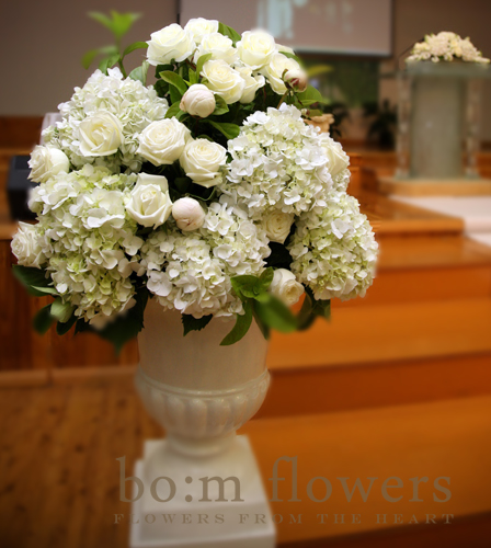 white wedding deco customer 39s request 12 aisle flower stands 2 urns