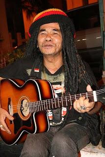 Foto Profil Biografi Mbah Surip