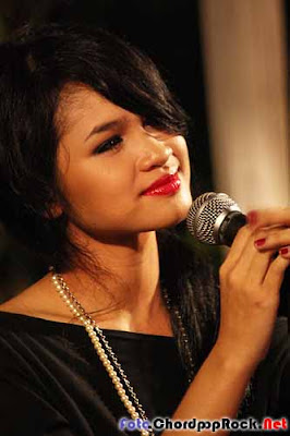 Foto Andien Chord Andien Moving On