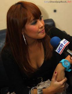 Foto Seksi Pinkan Mambo Saat Wawancara