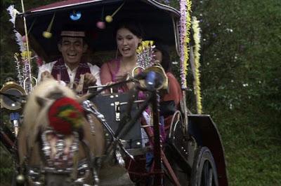 Foto Miyabi Naik Delman di Film Hantu Tanah Kusir