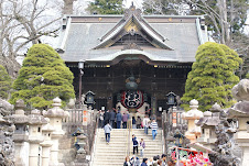 The entrance to Narita Shrine