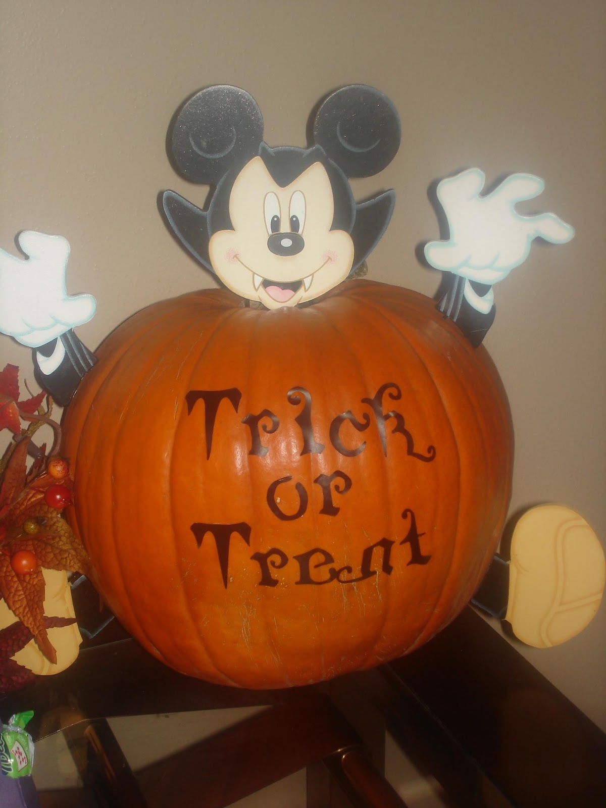 Disney mickey mouse pumpkin carving stencils car for How to paint a mickey mouse pumpkin