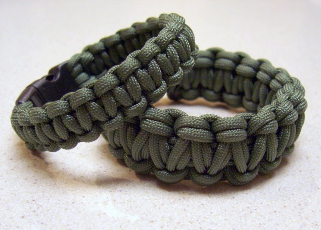 how to use survival bracelet instructions