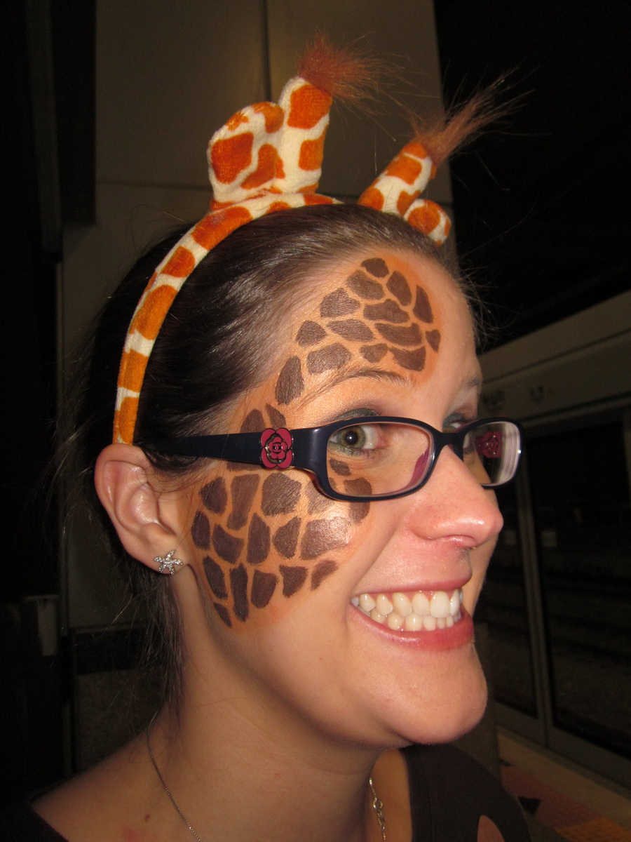 And I Painted Giraffe Spots All Over Her Hands Face Thanks Bare Escentuals Then We Got Adventures In Soko School Paint Designs