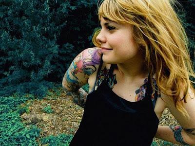 tattooed chicks. hot girls with tattoos.
