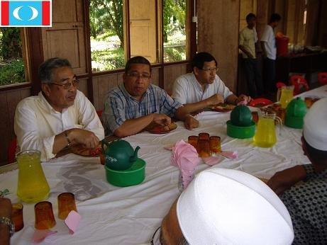 Menghadiri jemputan perkahwianan