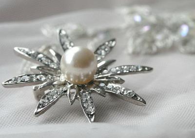 pearl brooch silver