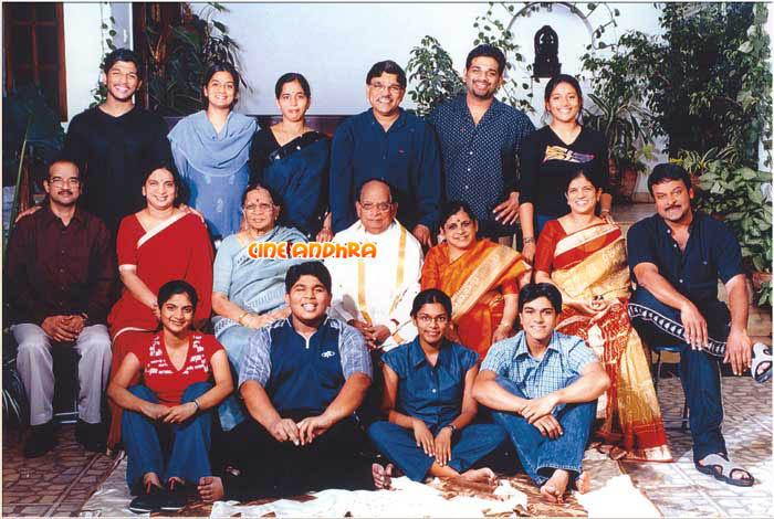 Telugu Cinema News: Allu Family Photo - Chiru-Charan