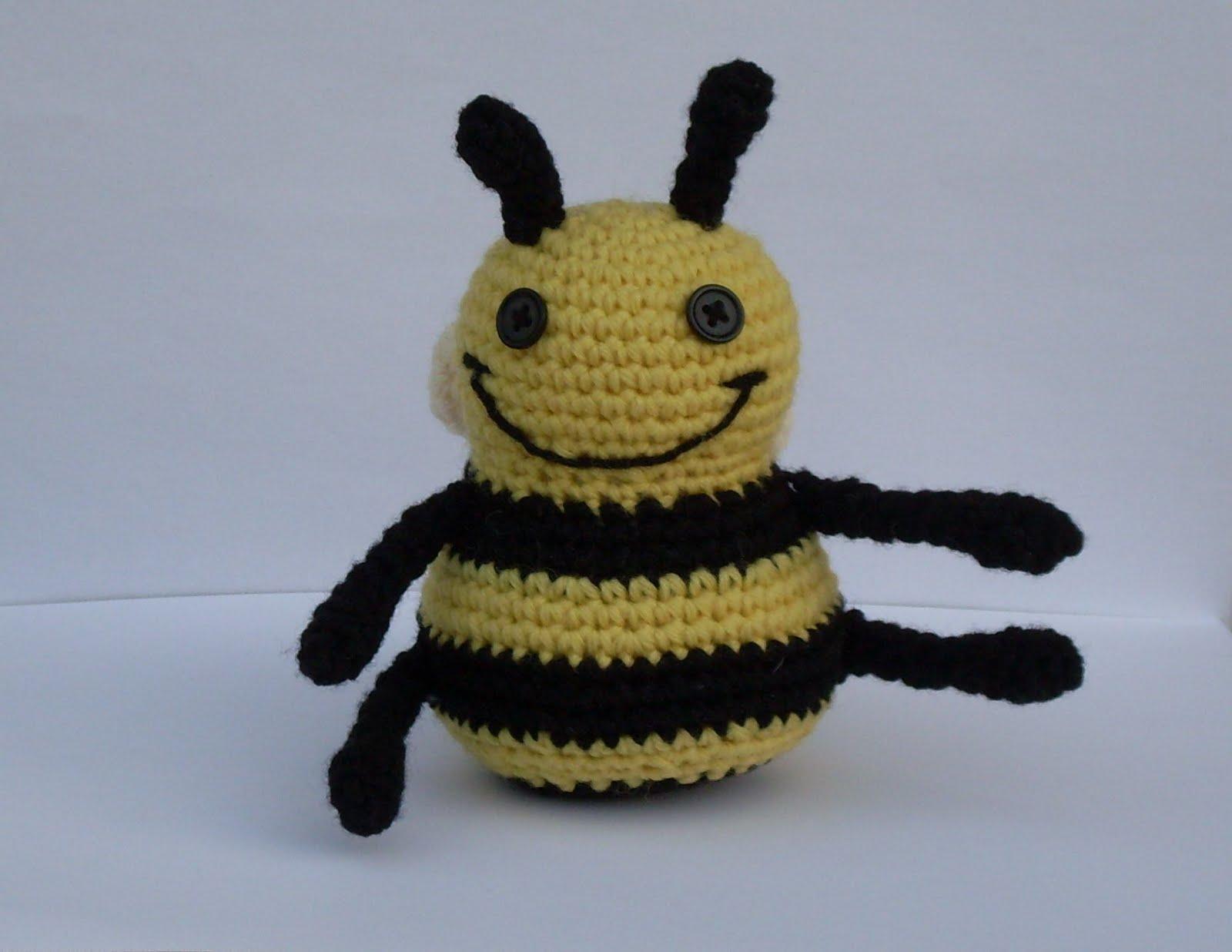 Free Bumble Bee Amigurumi Pattern : ARTEDONIA: Bumble Bee - Free Pattern