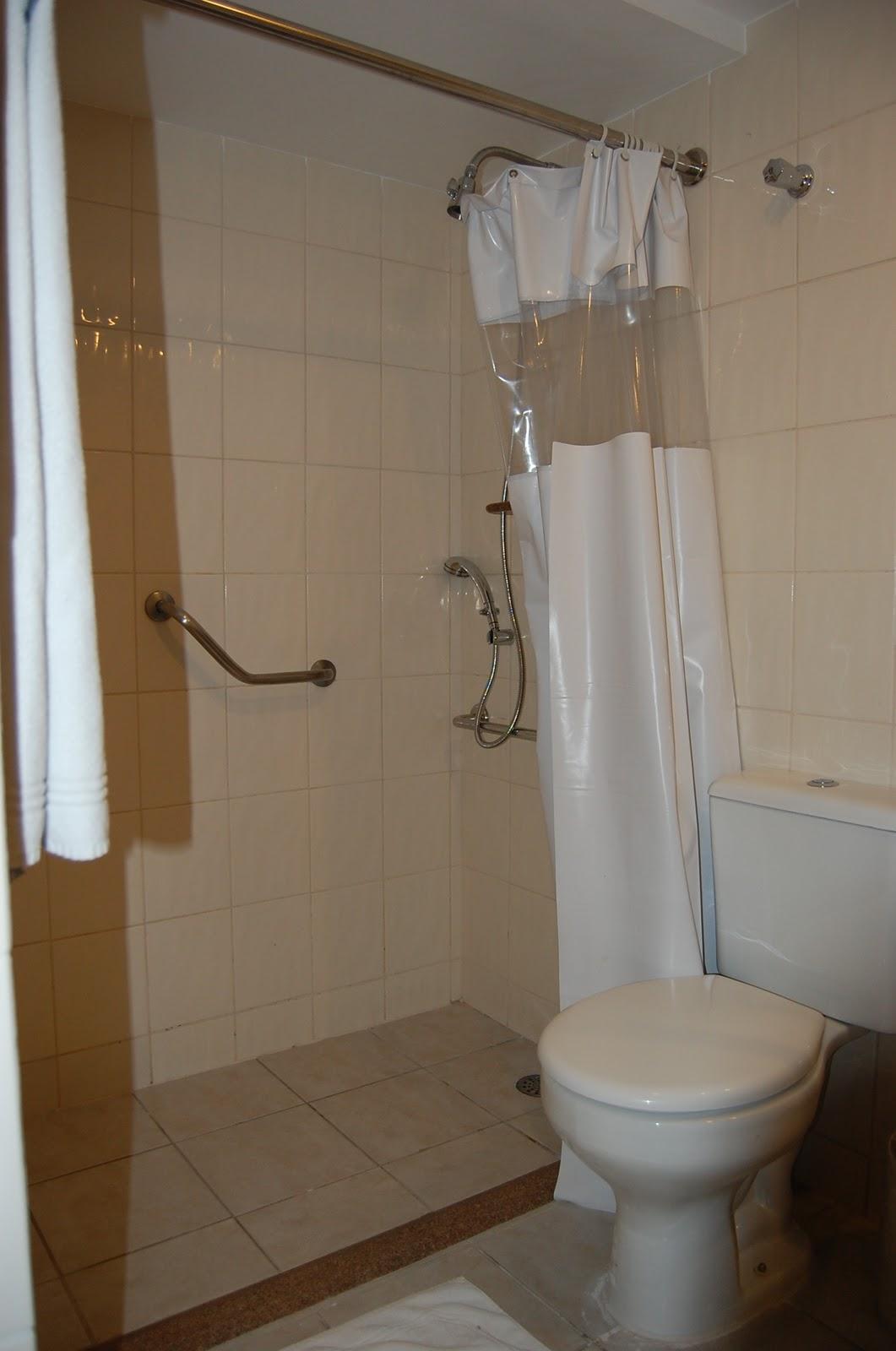 VIAJANTE ESPECIAL: Hotel Ponta Verde Maceió AL #3C2A1A 1061x1600 Banheiro Adaptado Cadeirante