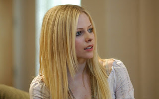 Avril Lavigne Innocent Look HD Wallpaper