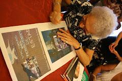 Lita  Boitano   firma il  suo libro per Madri di Park Lakeh in un incontro a Genova  22.07,2010