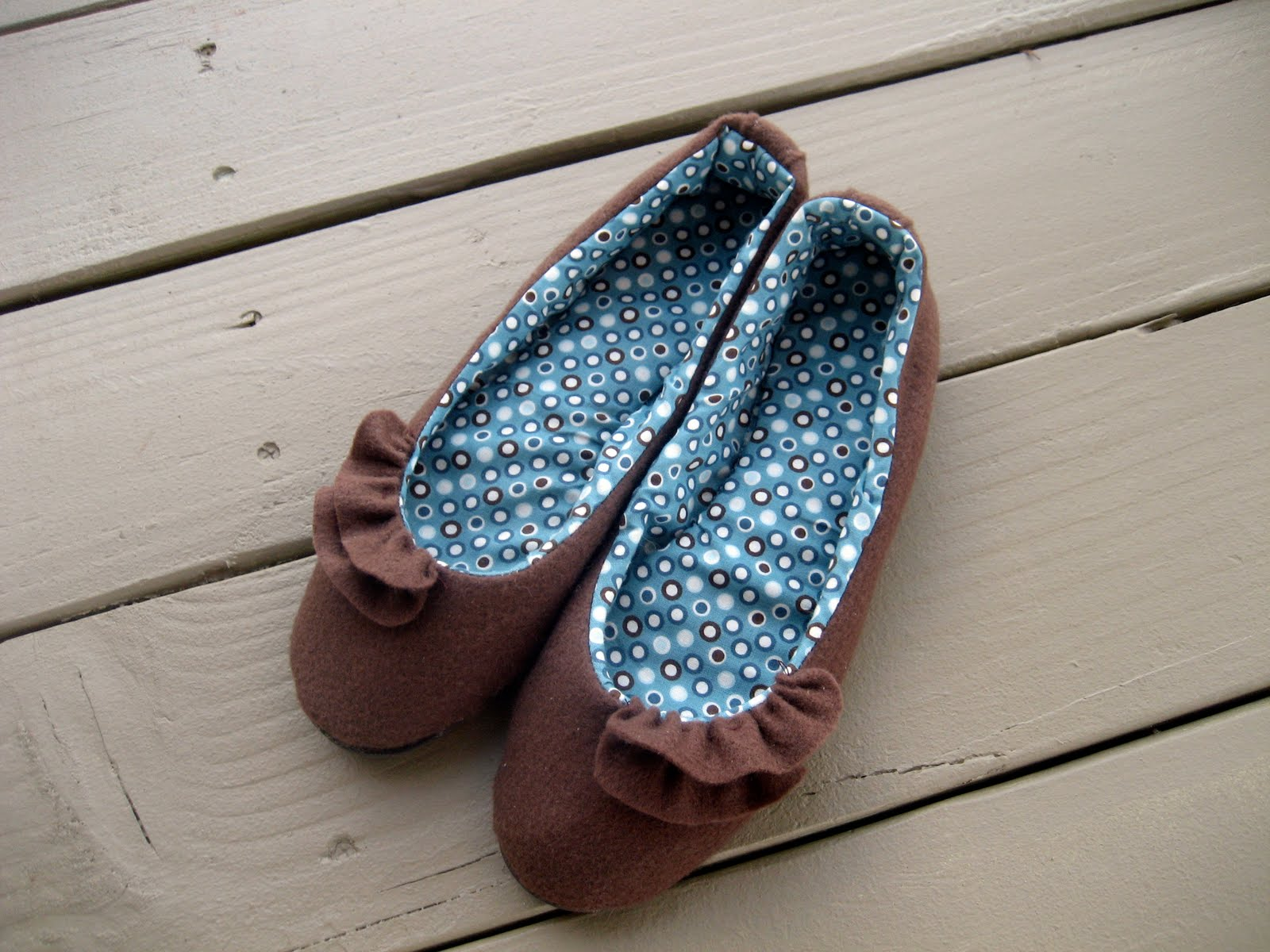 How to sew slippers from old slippers and towels 20