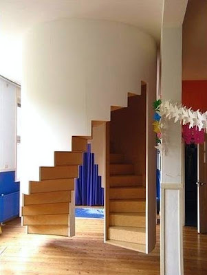 Escaleras doble espiral interior hecha de madera
