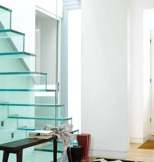 escalera interior de vidrio