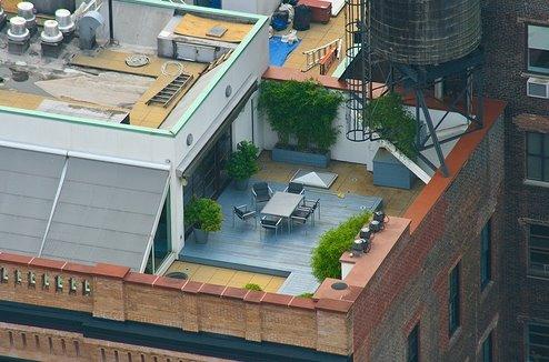 Arquitectura de casas terraza jard n sobre edificios for Viviendas sobre terrazas