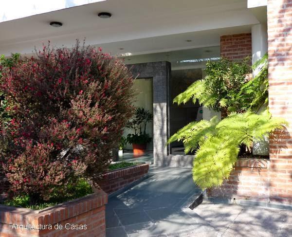 Arquitectura de casas fotos de jardines en accesos for Fotos de jardines de casas