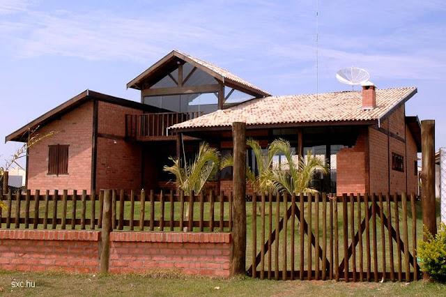 Vista exterior de una casa diseñada por volúmenes