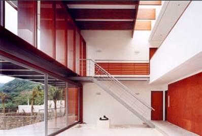 Interior de la residencia brasileña, sala de estar contemporánea
