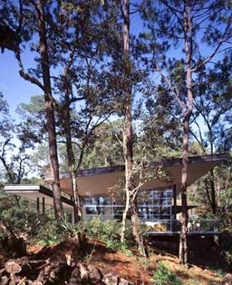 Casa Izar de acero y vidrio
