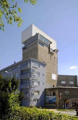 Casa sobre un silo