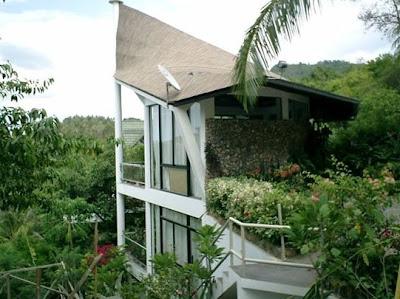 Garuda House es una casa moderna y tradicional Tropical en Tailandia