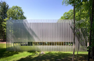Casa de diseño fachada metálica