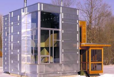Cabaña contemporánea de metal y madera en Canadá