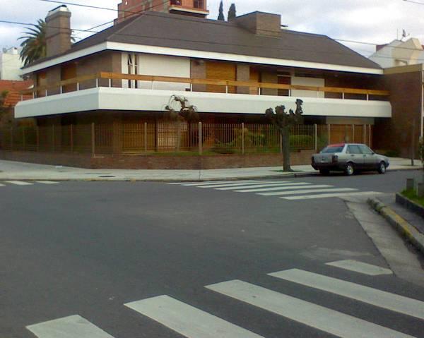Chalet contemporáneo en esquina