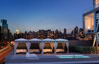 Piscina y deck en la terraza
