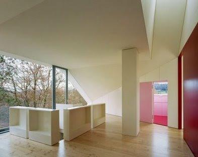 Reforma de casa suiza ambiente agregado al tope bajo un nuevo techo a dos aguas