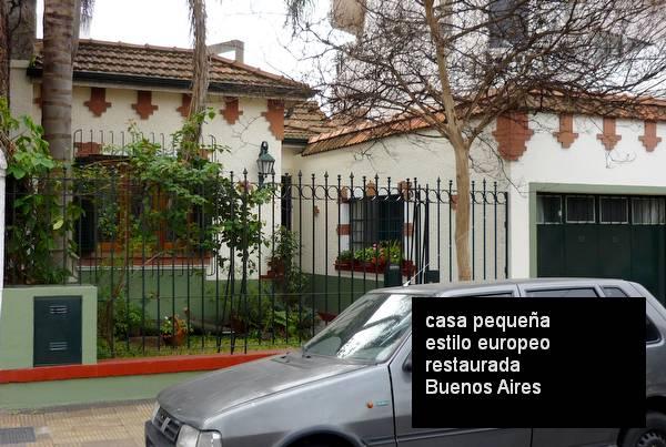 Casa familiar en barrio urbano terminada en estilo Inglés