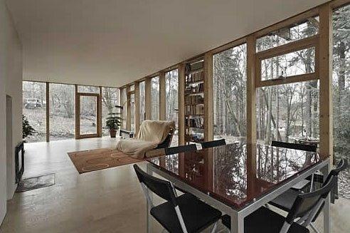 Casa contemporánea de madera en el bosque