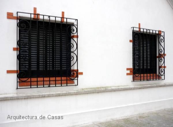 Arquitectura de casas ventanas con rejas de hierro - Seguridad de casas ...