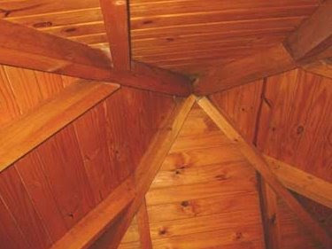 Detalle del techo de la cabaña