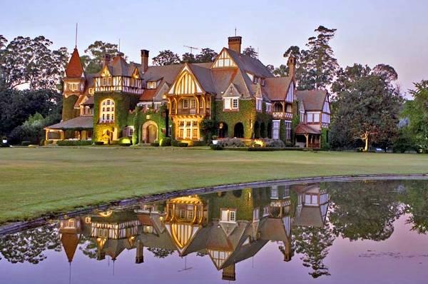Gran casa de estilo en el casco de la estancia Villa María